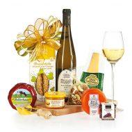 Dárkový koš Prkénko s výběrem sýrů a vínem